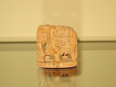Miniatur-Elefant, Holzfigur, 5 cm / Carved Wooden Indian Elephant