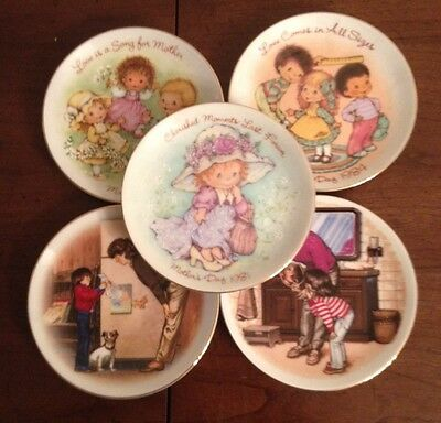 Lot of 5 Small Avon Mothers Day Plates 1980's.
