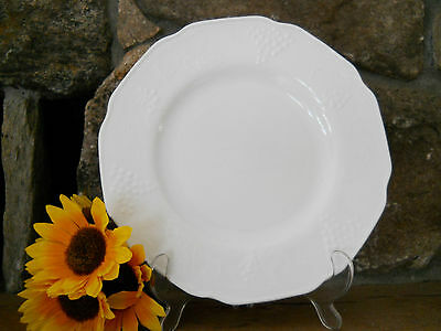 """Vintage Indiana Colony Harvest 9 1/2"""" Dinner Plate Grapes & Leaves Pattern"""