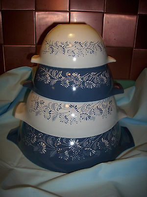 VTG. COLONIAL MIST CINDERELLA  PYREX  NESTING/MIXING BOWLS (4)