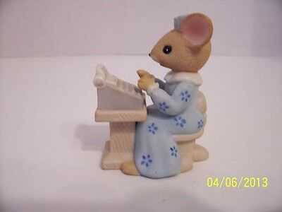 Cute lady secretary mouse sitting at a typewriter enesco 1984
