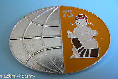 USSR CCCP известия VTG 1973 Russian Winter Sport Ice Hockey Snowman Badge pin