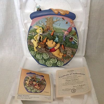 Walt Disney Winnie the Pooh's Hunnypot Adventures HAPPY WINDSDAY 3D Plate Piglet