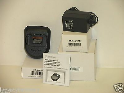 Motorola BPR40 Mag One Single Unit Mid-Rate Charger Kit PMLN4738AR
