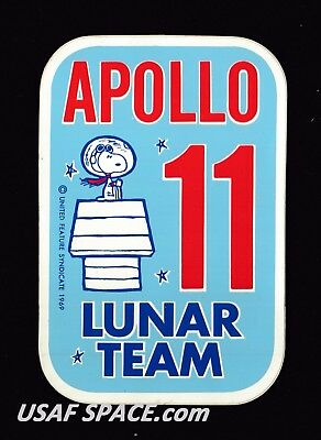 Authentic Vintage Snoopy Apollo 11 Lunar Team Nasa Space Sticker-Decal Mint ****