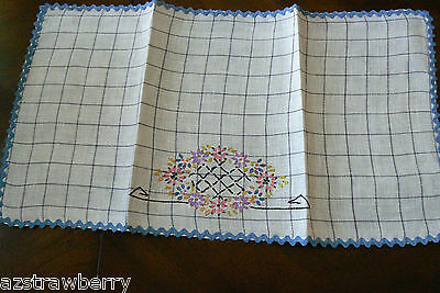 """VTG White Cotton linen Table runner Floral  Embroidery Floral 20.5"""" x 11"""""""