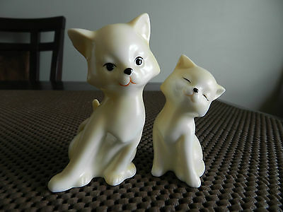 154 - Adorable white and yellow beige salt & pepper shakers - Cat and kitten