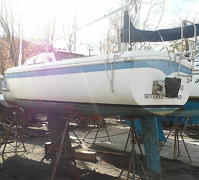 1968 Columbia 22 Sailboat - reasonable offers considered. Only draws 3 feet!