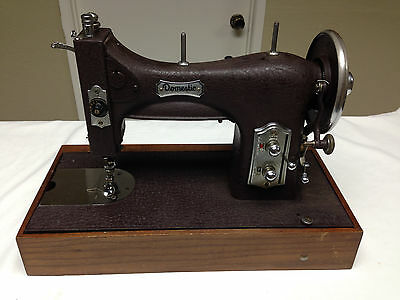 Domestic 6850 Rotary Sewing Machine with Pedal/in Case