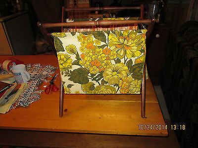 VTG. RETRO KNITTING SEWING BASKET STAND FLORAL FABRIC WOOD FRAME