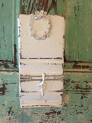 Vtg Shabby Distressed Wall Plaque Chic White Chippy Hook Key Rack Cottage Decor