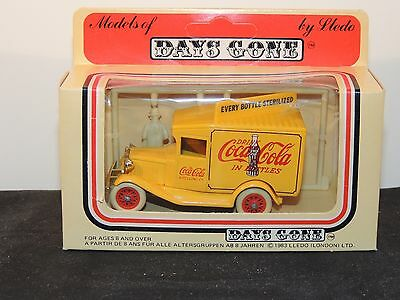 Coca-Cola 1983 Models of Days Gone with Figurines Made in Enfield England (8153)
