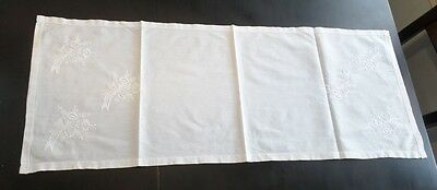Vintage Embroidered Linen Elegant Daisy Bouquet Table Runner Dresser Scarf Doily