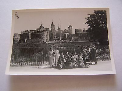 VINTAGE PHOTOGRAPH GROUP ORIENTAL WOMEN STANDING OUTSIDE TOWER OF LONDON