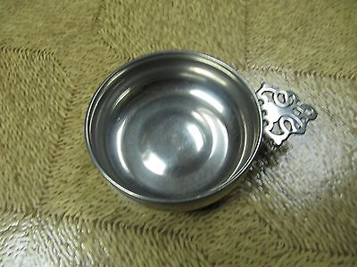 WOODBURY PEWTERERS PEWTER NUT OR CANDY DISH AMERICANA DESIGN 5 INCHES W/ HANDLE