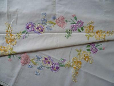 Charming Vintage Hand Embroidered Tablecloth Flower Circle~Pansy/Laburnum/Lilac