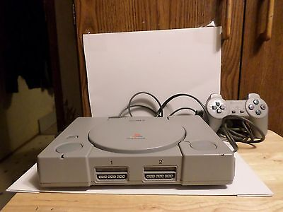 Sony PlayStation 1 Gray Console (NTSC)  AND A FREE GAME ( USED