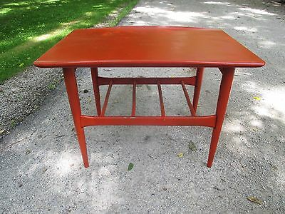 Vintage Table End Table/Coffee table, Unique curve top Danish Modern Mid Century