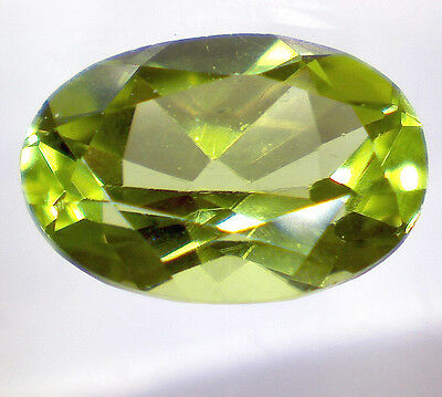 natural PERIDOT OLIVIN faceted oval 0,82 cts EC - Saphirboutique