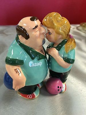 Kissing Bowlers Salt and Pepper (Magnetic)