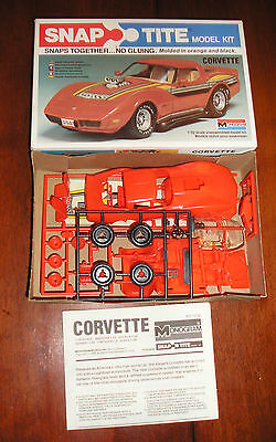 Monogram Snap Tite 70s Chevy Corvette 1:32 Model Kit 1016 1979