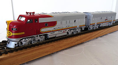 Athearn Santa Fe Warbonnet F7A-F7B DC Powered Loco and Dummy No 29215 New