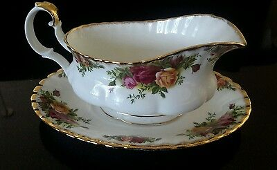 ROYAL ALBERT OLD COUNTRY ROSES GRAVY BOAT & STAND