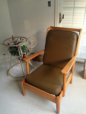 LOUNGE ARMCHAIR MID CENTURY MODERN (THE HILL-ROM COMPANY) VINYL AND WOOD