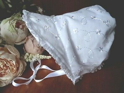 White Baby// Doll Bonnet Broderie Anglaise Lace /& Pink Flowers Cotton 30cm BNIB