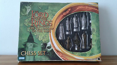 Lord of the Rings Fellowship of the Ring Parker Brothers Chess Set