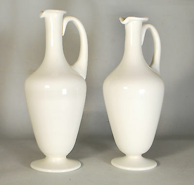 Paire de carafes en verre opaline 19ème Pair glass pitchers 28 cm