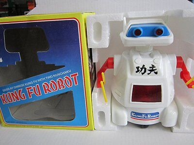 Space Toy Roboter Kung Fu Robot Battery Operated 20 cm 70er 80er OVP