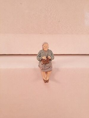 Arttista Old Woman Sitting #1118 - O Scale On30 On3 Figures People - Artista New