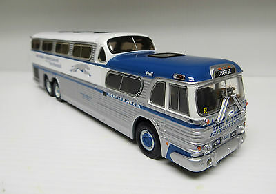 "Fred Waring's Pennsylvanians Greyhound Scenicruiser 9-3/4"" Diecast Bus"