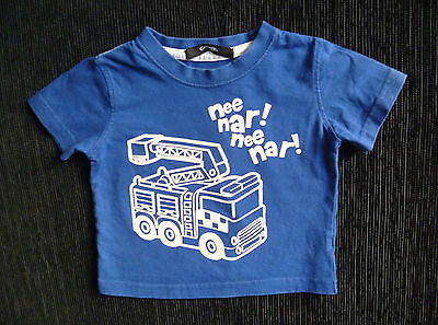 """Baby clothes BOY 6-9m mid-blue fire engine """"nee nar"""" George t-shirt SEE SHOP!"""