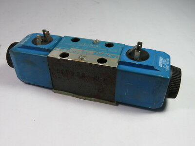 Vickers DG4V3-8C-VM-U-B6-61 Directional Valve 160BAR  USED