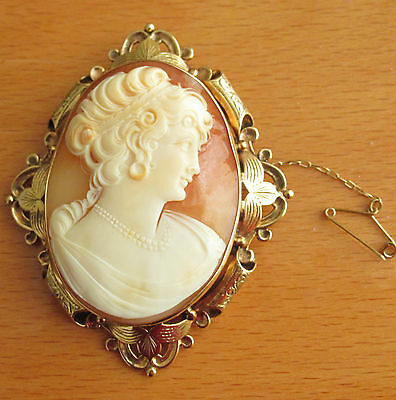 BEAUTIFUL SECONDHAND 9ct YELLOW GOLD  OVAL  SHELL  CAMEO  BROOCH