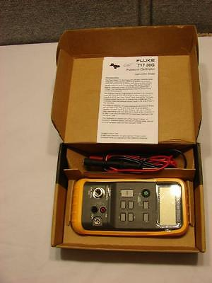 FLUKE 717-30G PRESSURE CALIBRATOR -12 to 30 psi (-850 mbar to 2 bar, -85 to 206.