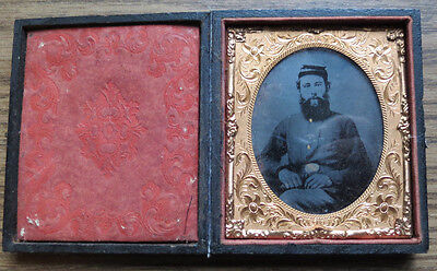 STRIKING PHOTO of UNION CIVIL WAR SOLDIER - Ambrotype