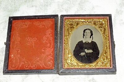 ANTIQUE DAGUERREOTYPE PHOTOGRAPH YOUNG WOMAN in case