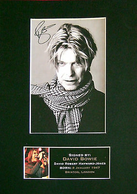 DAVID BOWIE Signed Mounted Autograph Photo Print (A4) No66