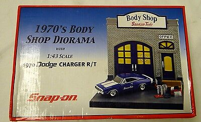 VERY COOL VERY RARE 1970's BODY SHOP DIORAMA BY SNAP-ON