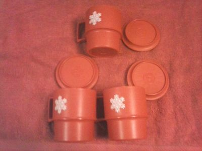 TUPPERWARE LOT OF 3 DRINKING MUGS WITH LIDS 8OUNCE VERY NICE