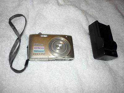 Nikon COOLPIX S3100 14 MP Digital Camera SILVER COMES WITH BATTERY CHARGER