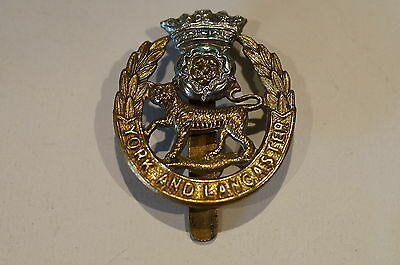 WW2 British York and Lancaster Regiment Cap Badge