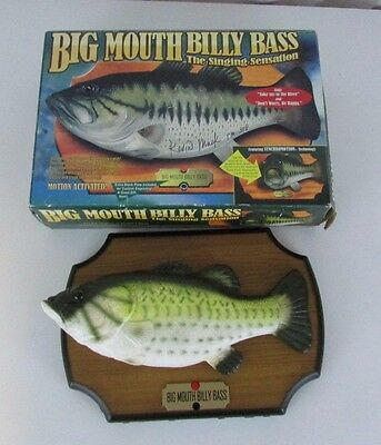 Big Mouth Billy Bass Singing Take me to the River & Don't Worry Be Happy 1999