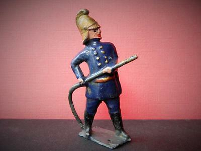 VINTAGE PRE-WAR RARE CRESCENT OR POSSIBLY REKA LEAD FIREMAN WITH HOSEPIPE 75mm