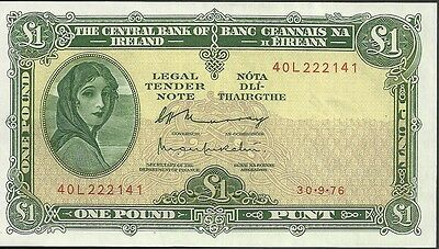 1976 Central bank of ireland 1 pound currency note paper money one punt 64D