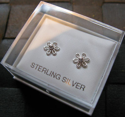 925 Silver Flower / Daisy Stud Earrings 7mm - Gift Boxed