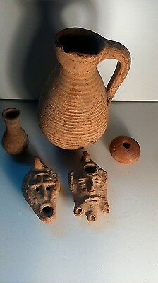 old items. Ensemble de pot tres anciens
